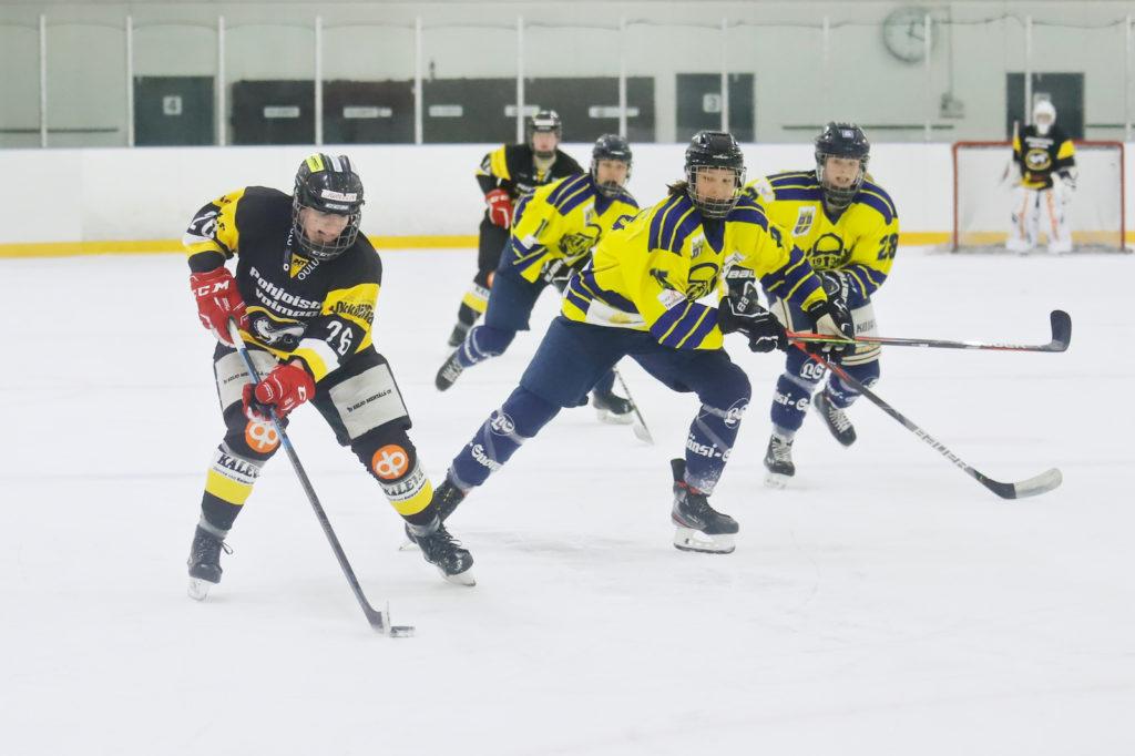 Oulun Kärppien Kiia Nousiainen ottelussa Lukkoa vastaan.