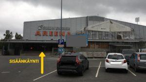 Oulun Energia areenan sisäänkäynti ja parkkipaikka